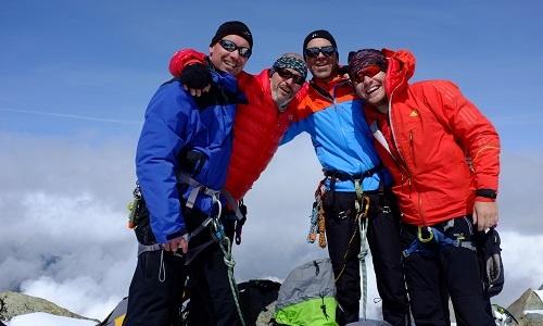 Ein Gruppenfoto auf einem der Gipfel der Berninagruppe